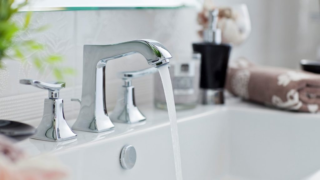 Faucet, bathroom, pouring water, flow, flowing, towel, domestic bathroom, sink, cleaning,clear,drain,falling water,wet,silver,detail, elegant, modern, fresh, home,open, pouring,splash, splashing, run,running, shiny,wash, stainless steel, stylish, tap, white, bowl, environment, plumber, plumbing, reflection, stopcock, nobody, white, horizontal, photography,